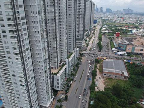 Vốn vay ngân hàng đổ vào mua nhà đất, căn hộ từ 3 tỉ đồng trở lên bị áp hệ số rủi ro cao hơn. Ảnh: Lê Phong